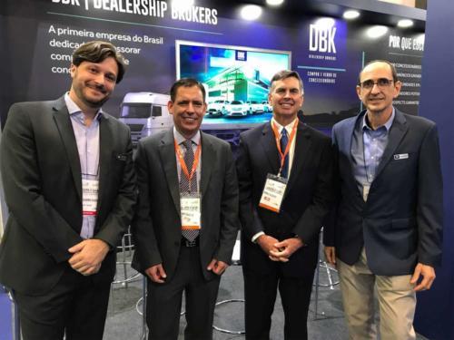 O presidente do NADA (Fenabrave USA), Charlie Gilchrist, e o Diretor de Relações Internacionais do NADA, Albert Gallegos, prestigiaram o stand da DBK no Congresso & ExpoFenabrave.