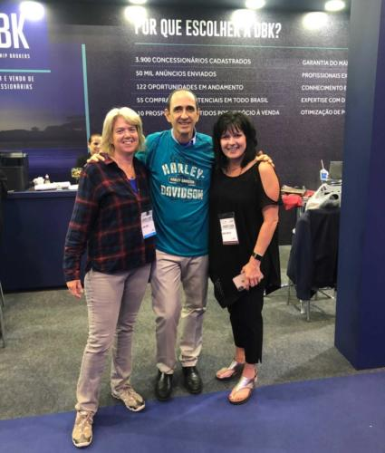 Visita da palestrante internacional Laura Lemco e de Deanna Doerfler - concessionária Harley Davidson em Kansas (USA).